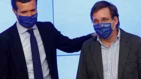 El presidente del PP, Pablo Casado, y el portavoz del partido, José Luis Martínez-Almeida.
