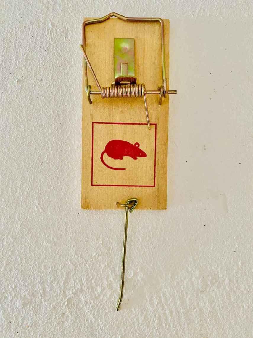 Tesorito de ferretería de pueblo, trampa para ratones.
