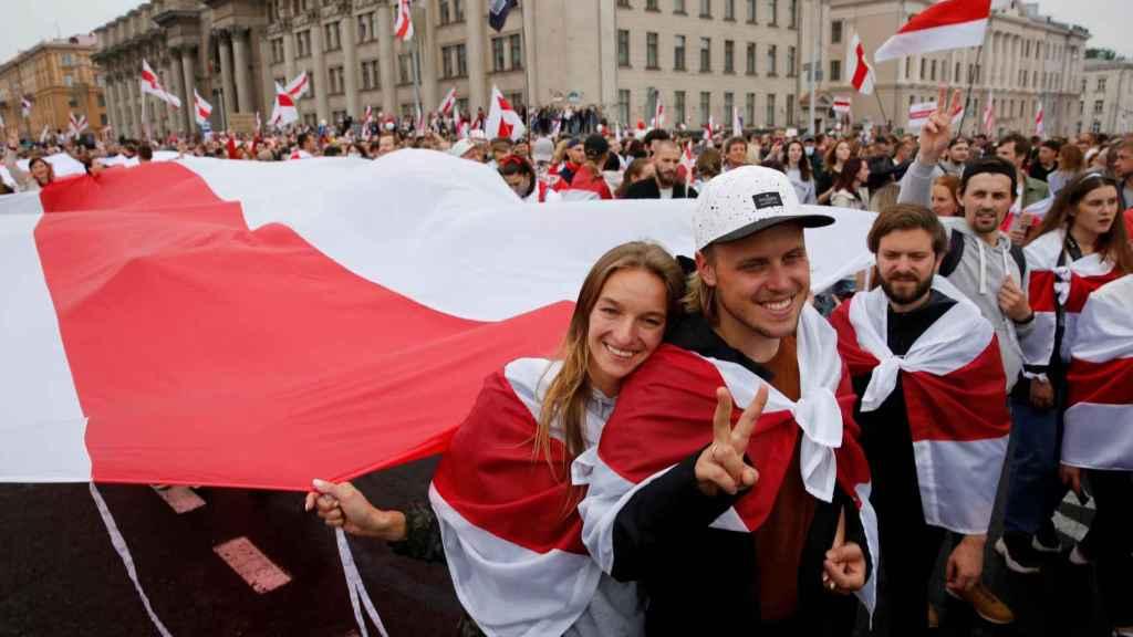 Algunos de los manifestantes en el centro de Minsk.