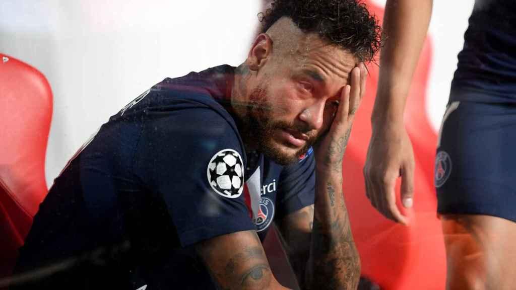 Neymar, derrumbado tras perder la Champions League