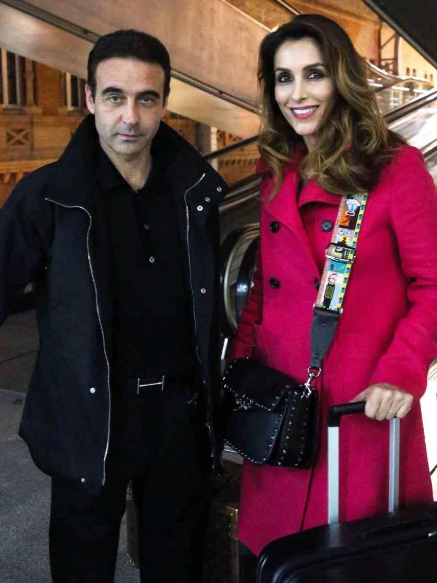 Enrique Ponce y Paloma Cuevas, en la estación de Atocha en Madrid.