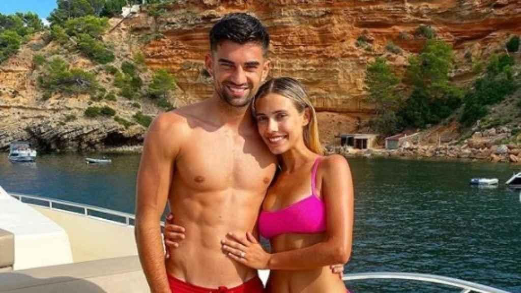 Enzo Zinedine y  Karen Gonçalves posando para Instagram tras su compromiso.