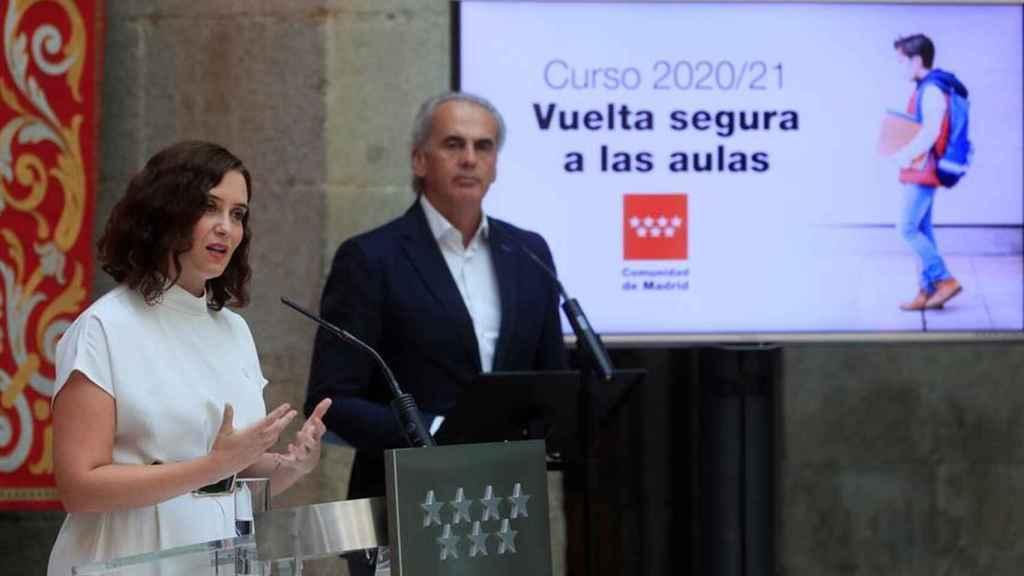 La presidenta de la Comunidad de Madrid, Isabel Díaz Ayuso, y el consejero de Educación, Enrique Ossorio.