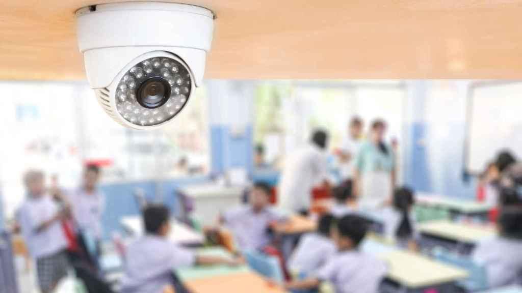 Una cámara de seguridad en un aula.