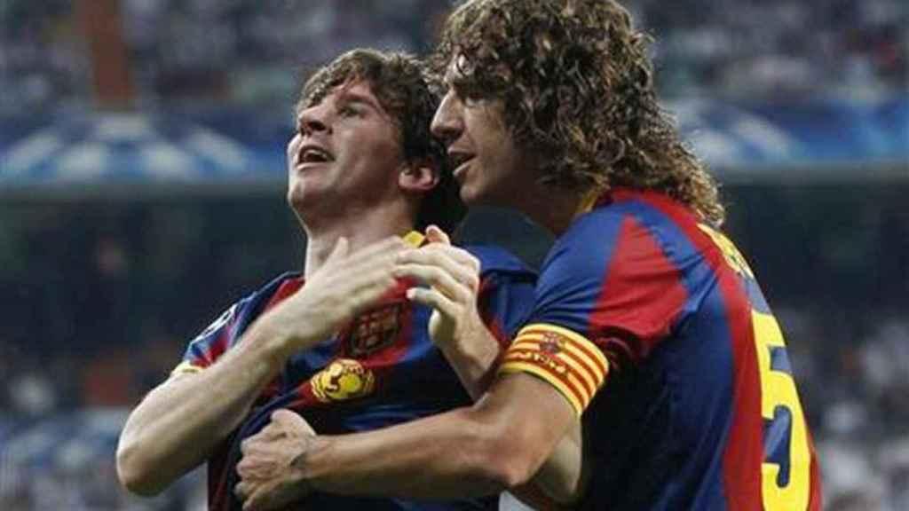 Puyol celebra un gol del Barcelona con el FC Barcelona