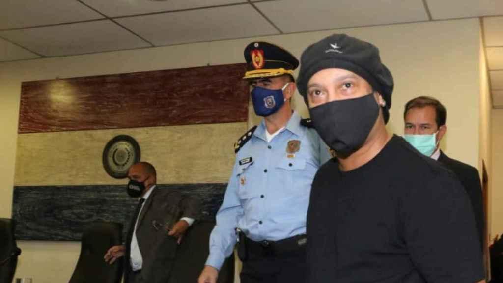Ronaldinho, durante el juicio para su puesta en libertad