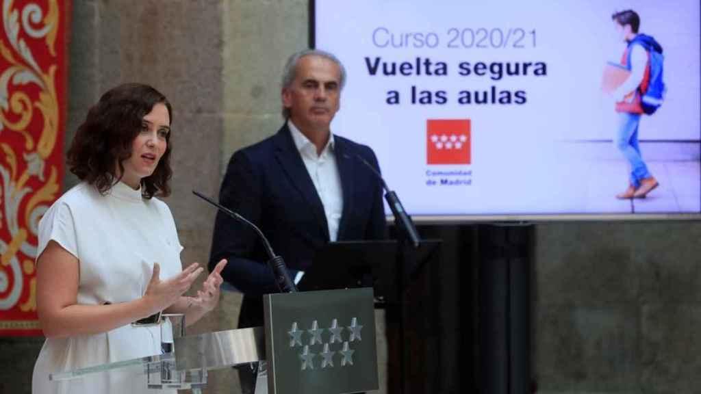 La presidenta de la Comunidad de Madrid, Isabel Díaz Ayuso, y el consejero de Educación, Enrique Ossorio, anuncian el plan para la vuelta al colegio.