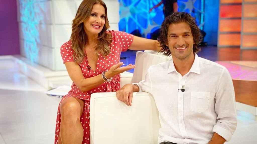 Eva Ruiz y Hugo Salazar en el plató de 'La tarde aquí y ahora'.