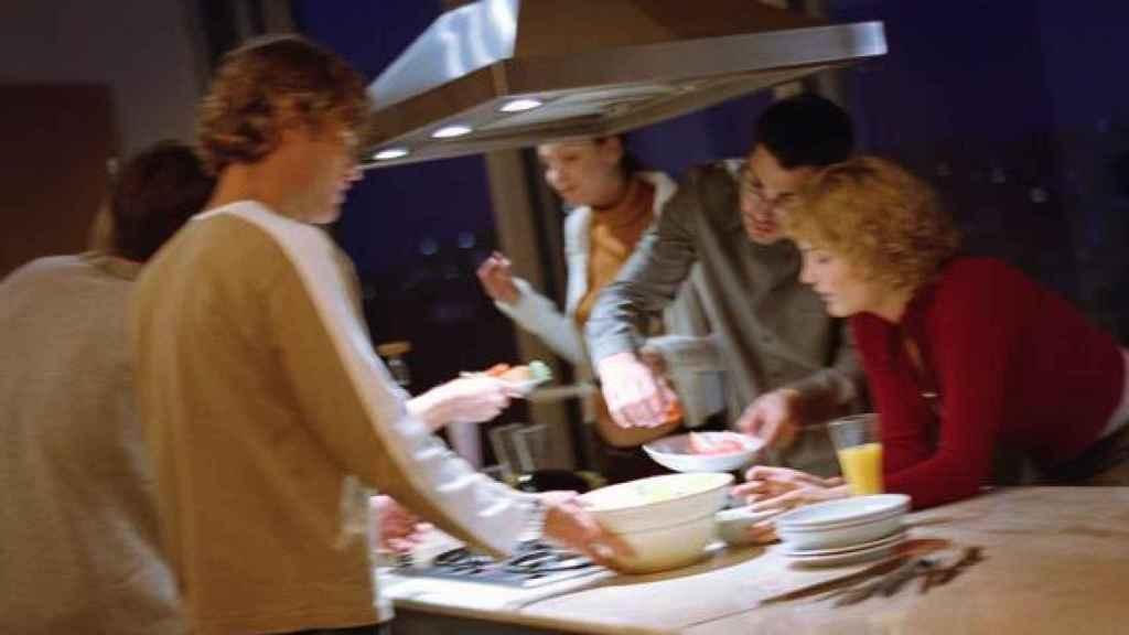 Las reuniones en casa son foco de contagio de la Covid.