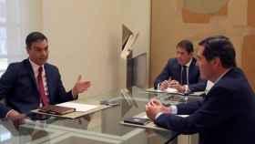 Reunión de Pedro Sánchez con el presidente de CEOE, Antonio Garamendi, en una imagen de archivo.