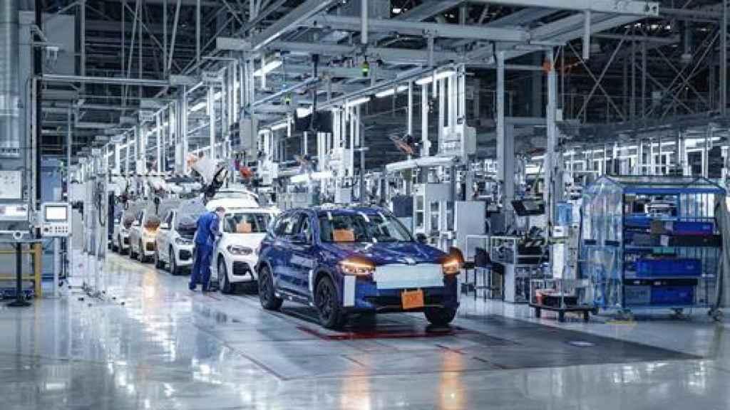 Una planta de producción de vehículos.