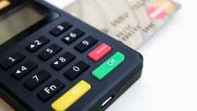 Un terminal de pago con tarjeta en una imagen de archivo.