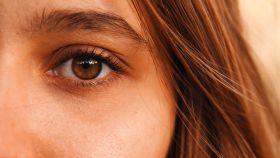 Anota estos trucos para lucir una tener una mirada fresca y descansada.