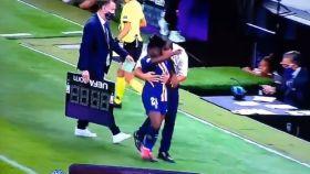 ¿Tocamiento del entrenador del PSG a su futbolista?