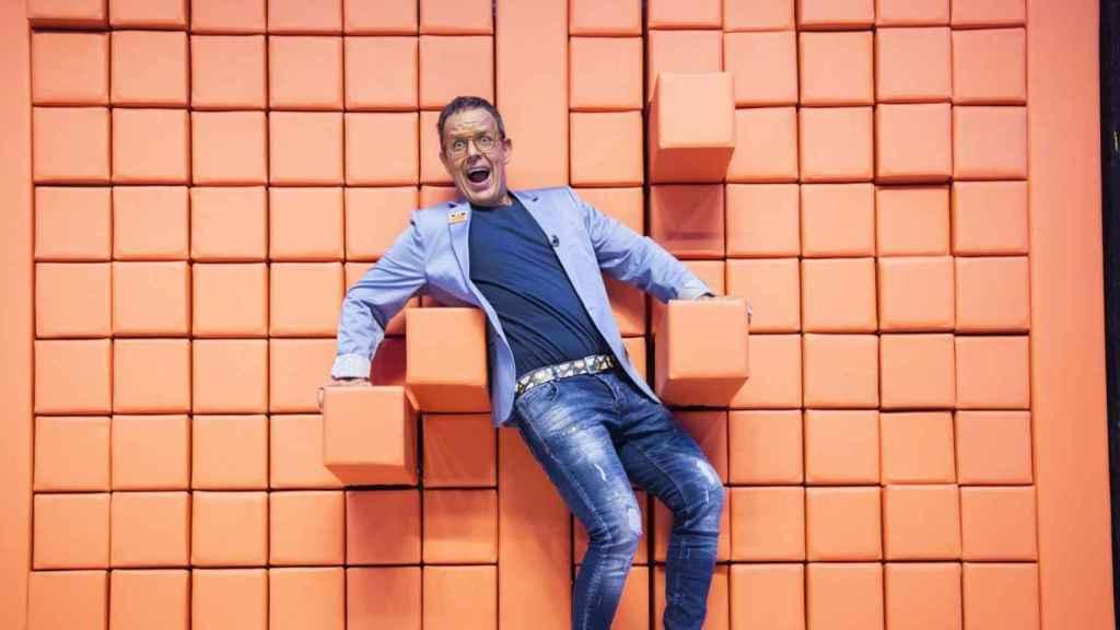 Àngel Llàcer en las fotos promocionales de 'Bloqueados por el muro'.