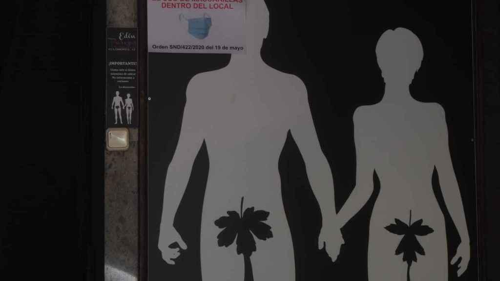 Mascarillas obligatorias en el club liberal Edén para parejas