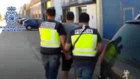 El hombre en cuestión, detenido por los agentes de la Comisaría General de Información.