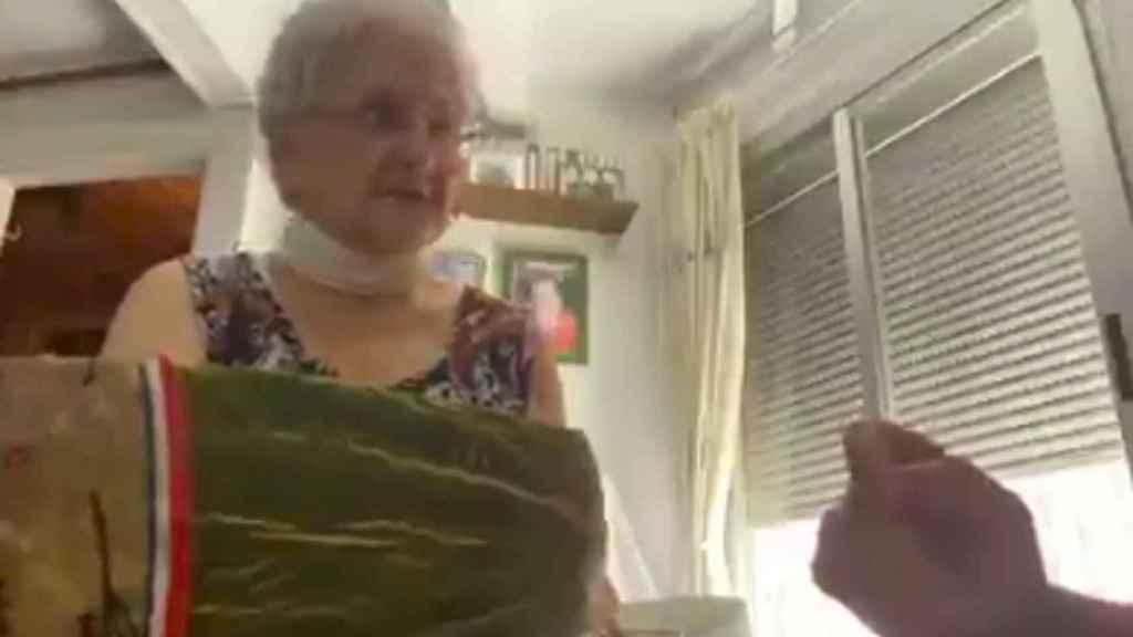 La abuela de Evelyn en una captura del vídeo viral.