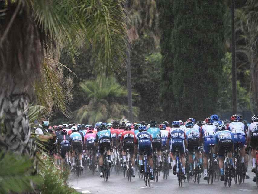 La carretera peligrosa en la primera etapa del Tour