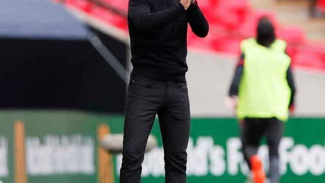 Mikel Arteta aplaude a sus jugadores