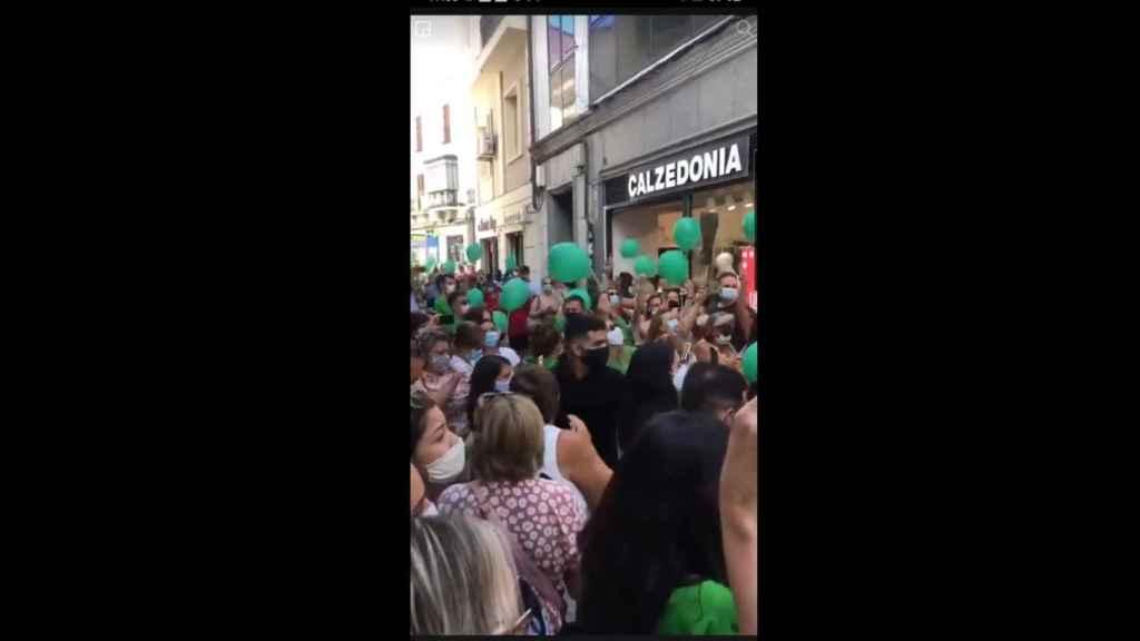 Una de las calles de Plasencia abarrotada por la presencia de la cantante Soraya Arnelas.