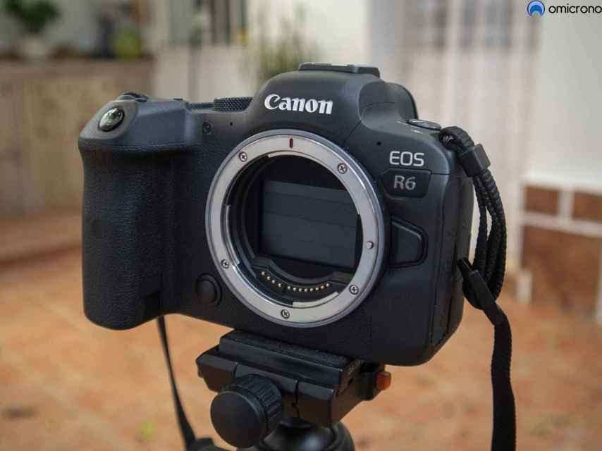 La Canon EOS R6 tiene una construcción casi impecable.