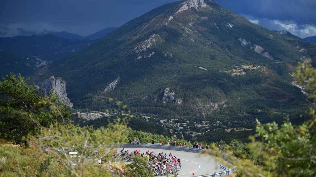 El pelotón del Tour en la tercera etapa