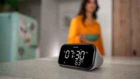 El nuevo despertador de Lenovo tiene Google Assistant y puede cargar tu móvil