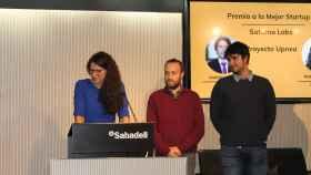 Natalia Rodríguez, CEO de Saturno Labs, recibiendo un premio por su proyecto Upnea