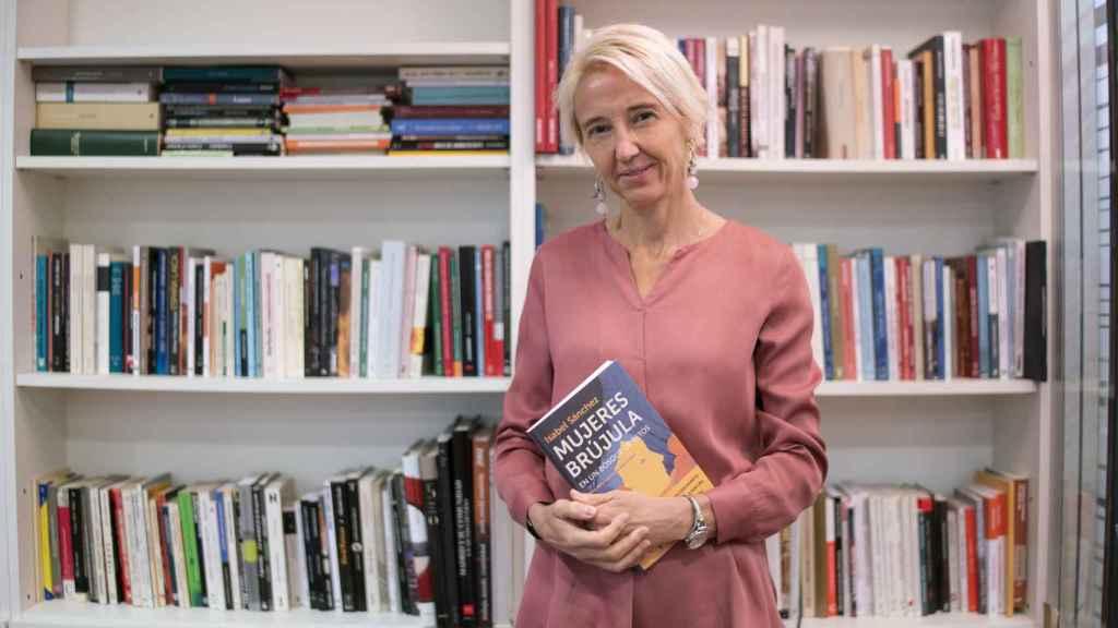 Isabel Sánchez acaba de publicar Mujeres brújula en un bosque de retos.