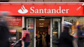 Oficina de Banco Santander en Reino Unido, donde la entidad ha llevado a cabo un ajuste contable de 6.101 millones.