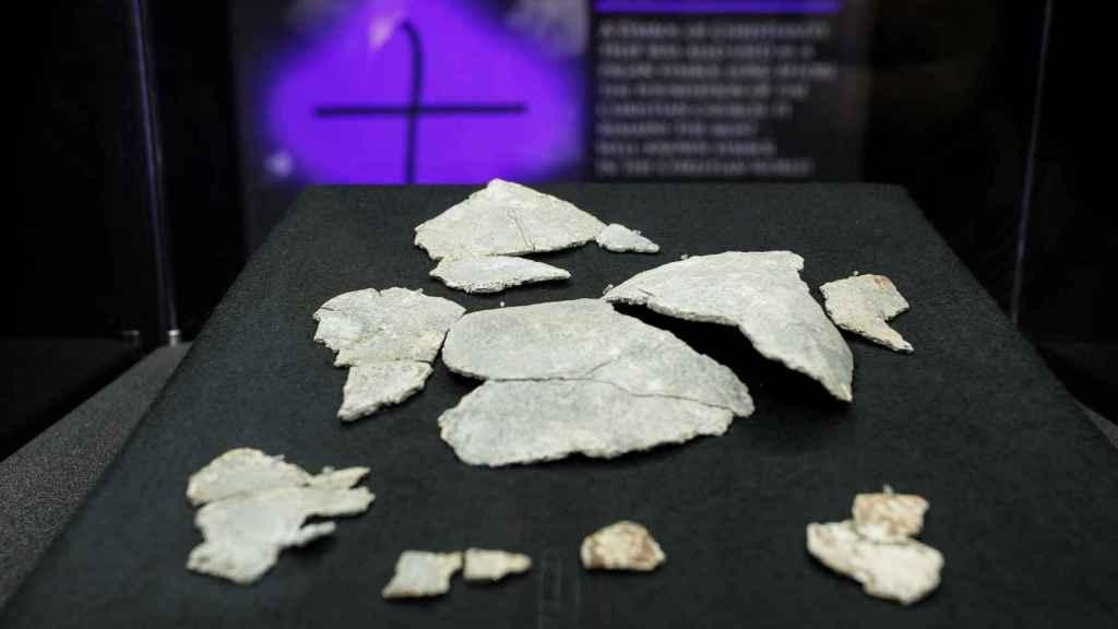 Los fragmentos del cáliz hallado en Vindolanda.