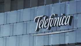 Un rótulo de Telefónica en su sede corporativa.