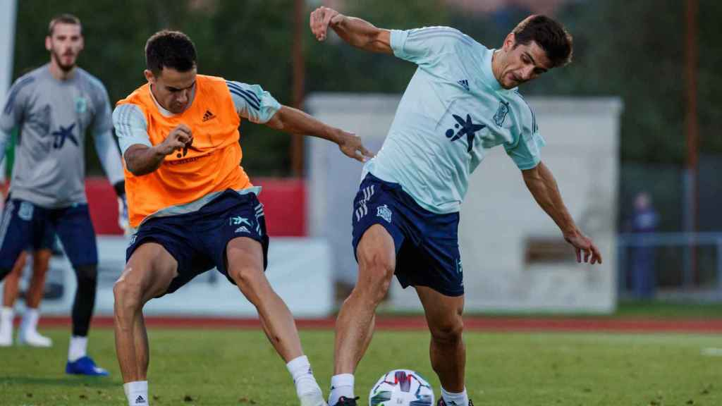 Reguilón y Gerard Moreno entrenan con la Selección Española