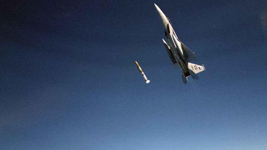 F-15 Eagle lanzando misil antisatélite