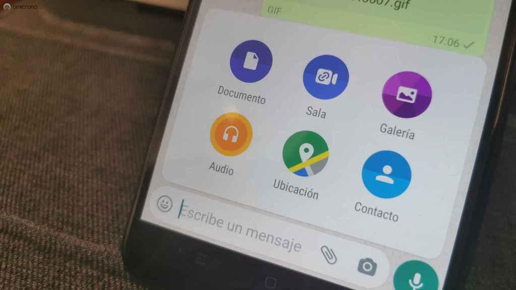 Enviando fotos como documentos en WhatsApp.
