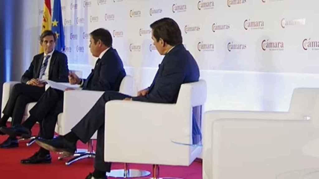 El presidente de Telefónica, junto con el presidente de BBVA y el presidente de Cepyme.