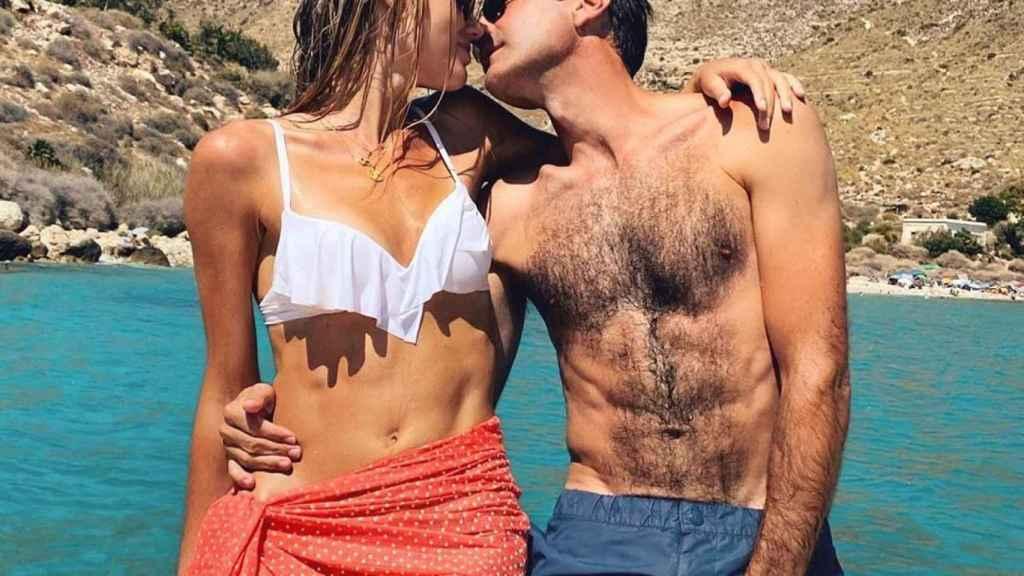 Enrique Ponce ha querido felicitar a su novia con esta romántica imagen.