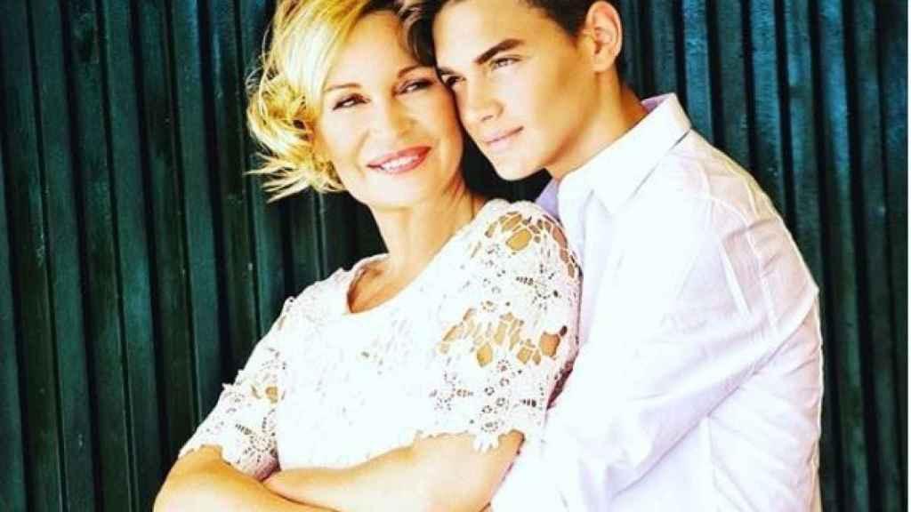 Marlene Mourreau junto a su hijo Gabriel en una imagen de sus redes sociales.