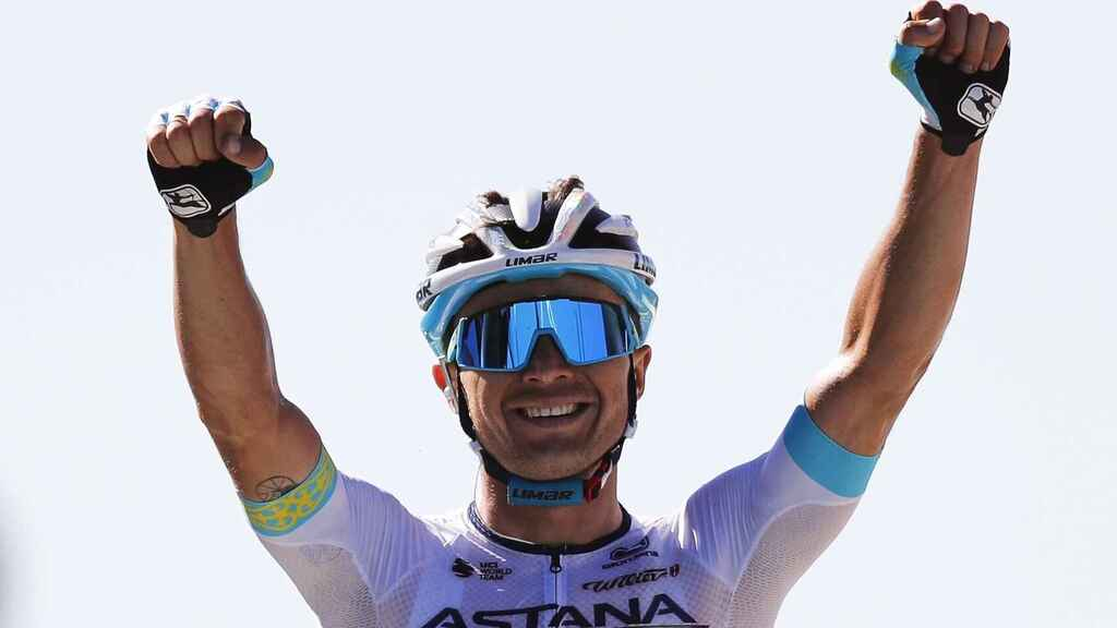 Lutsenko celebra su victoria en la sexta etapa del Tour 2020