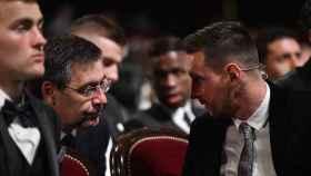 Josep Maria Bartomeu y Leo Messi, durante una gala del Balón de Oro