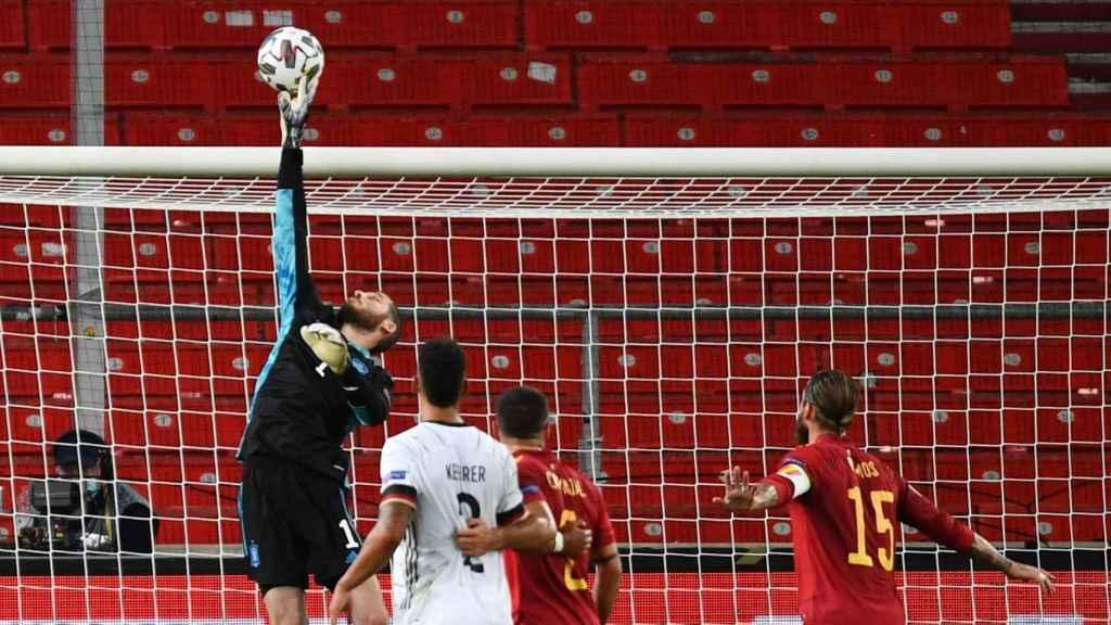 David De Gea realiza una parada durante el Alemania-España