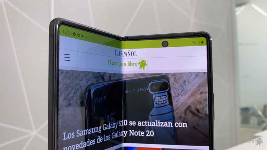 Surco en la pantalla del Samsung Galaxy Z Fold 2.