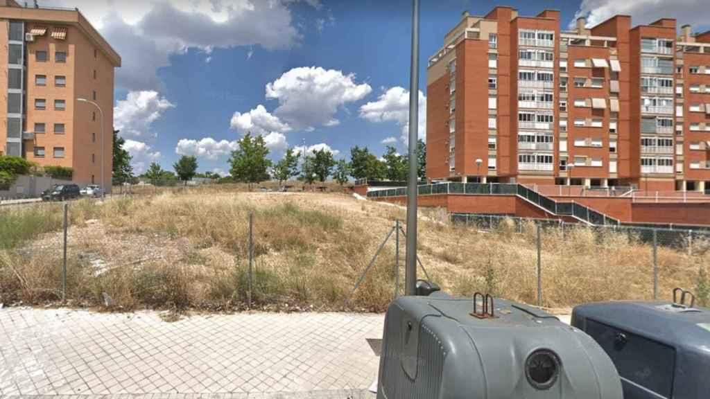 Imagen de una parcela en Carabanchel en la que construirá viviendas protegidas la EMVS.