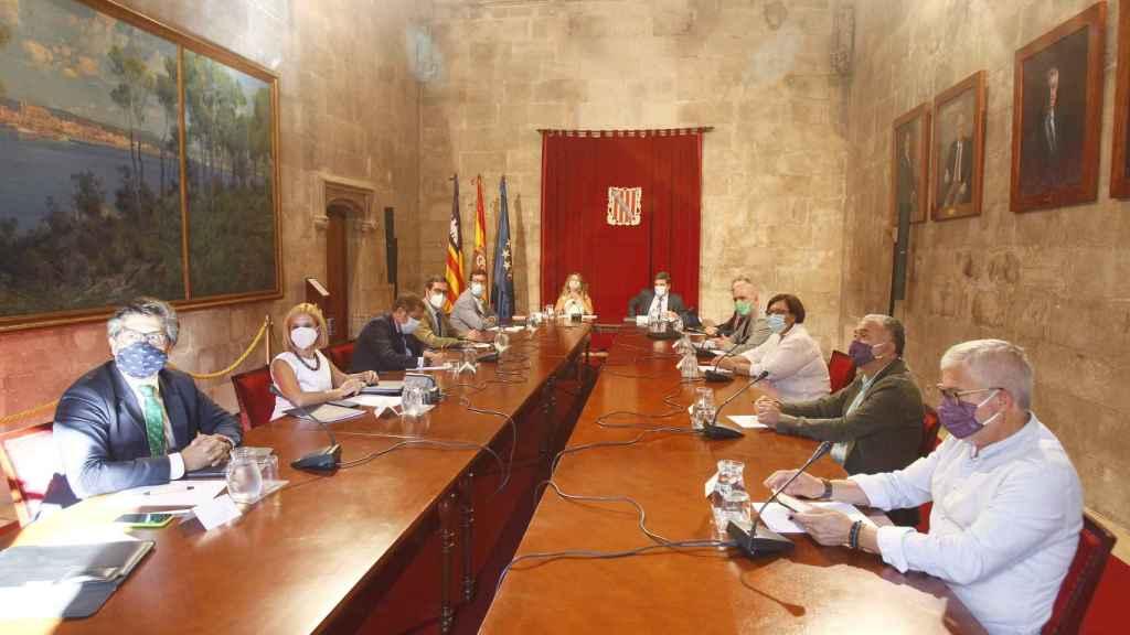 Celebración de la Mesa de diálogo social en la sede de la Presidencia del Govern balear, en Palma de Mallorca,.