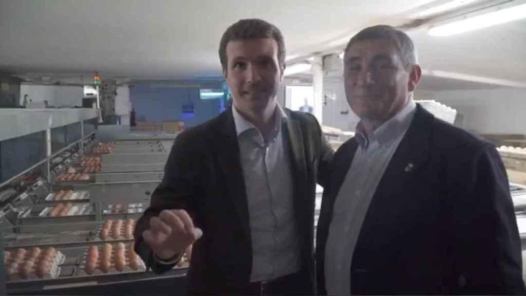 Pablo Casado y Alberto Blanco en un acto previo a las elecciones de abril de 2019.