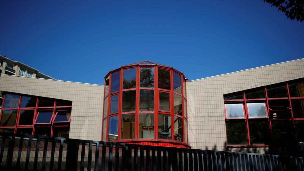 Un colegio de educación primaria en Francia donde dos clases han sido cerradas por culpa de la Covid.