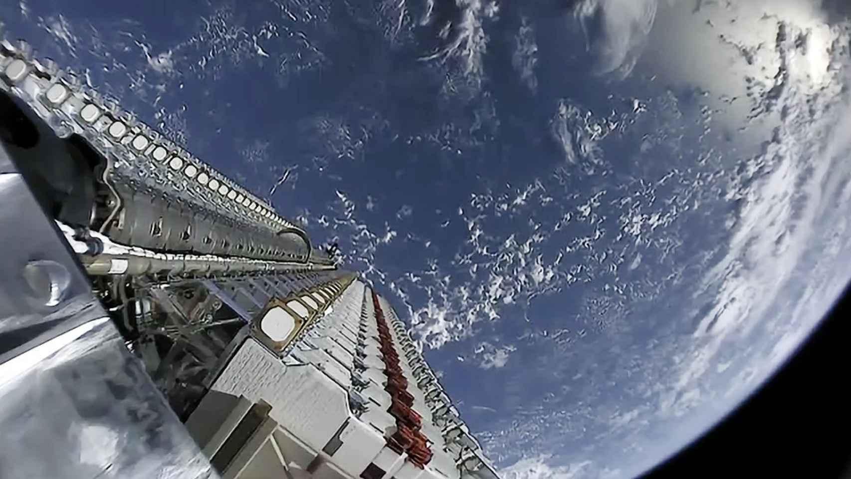Satélites de Starlink listos para ser desplegados en el espacio