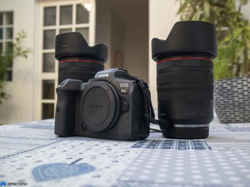 Canon EOS R6 con los objetivos de prueba.