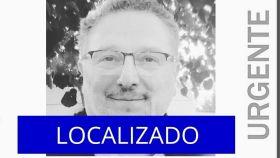 Cartel informativo sobre el director del colegio de Valdemoro desaparecido el viernes.